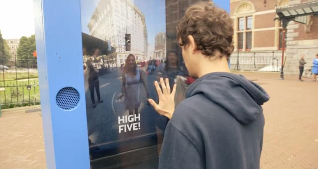 KLM-Live-High-Five-1-640x340
